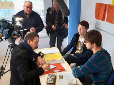 France 3 – Ein Fernsehteam an der DST: Interview mit Schülern