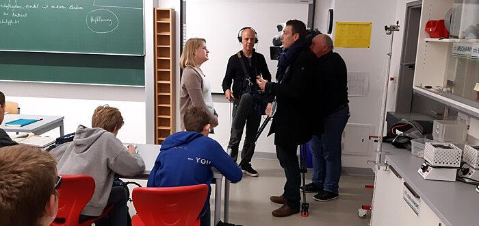 France 3 – Ein Fernsehteam an der DST: Interview mit Lehrerin