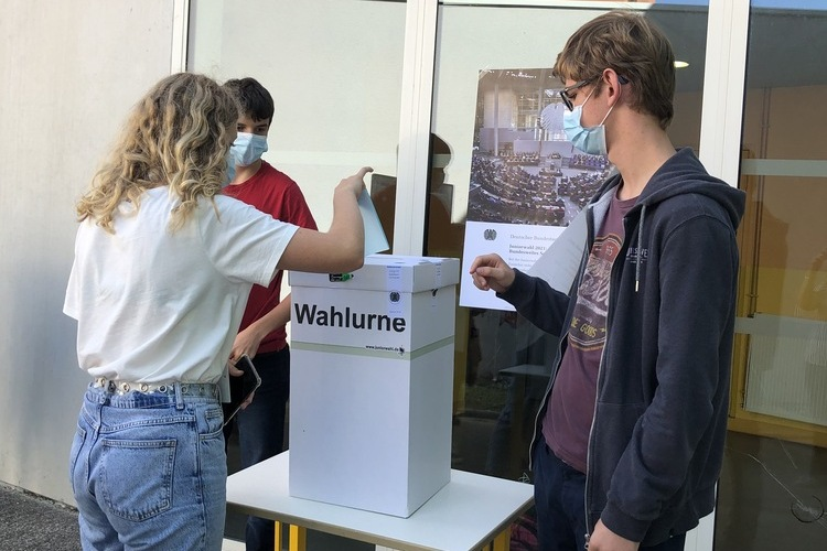 Deutsche Schule Toulouse Jugendwahl 2021, Wahlurne