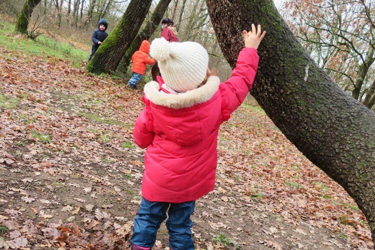 Deutsche Schule Toulouse, Kindergarten, Dabei ab 2, Kind im Wald