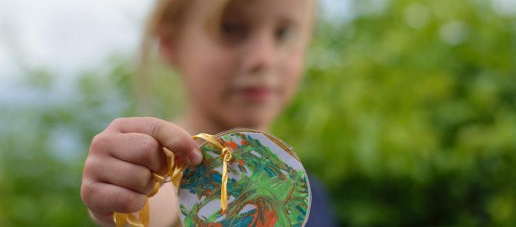 Deutsche Schule Toulouse, Bewegungsfest Kind mit Medaille