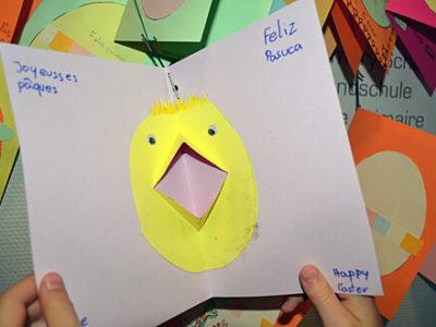 Selbstgebastelte Karte mit Kükenmotiv zu Ostern