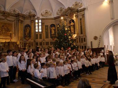 Weihnachtssingen des Chors in der Kirche