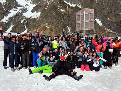 Gruppenfoto der Schülerinnen und Schüler in der Skiwoche
