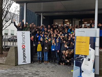 Gruppenfoto der teilnehmenden Schülerinnen und Schüler beim Wettbewerb
