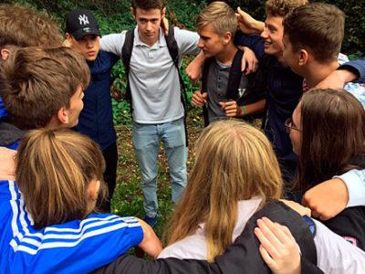 Europaspiele 2018: Schülergruppe motiviert sich im Kreis