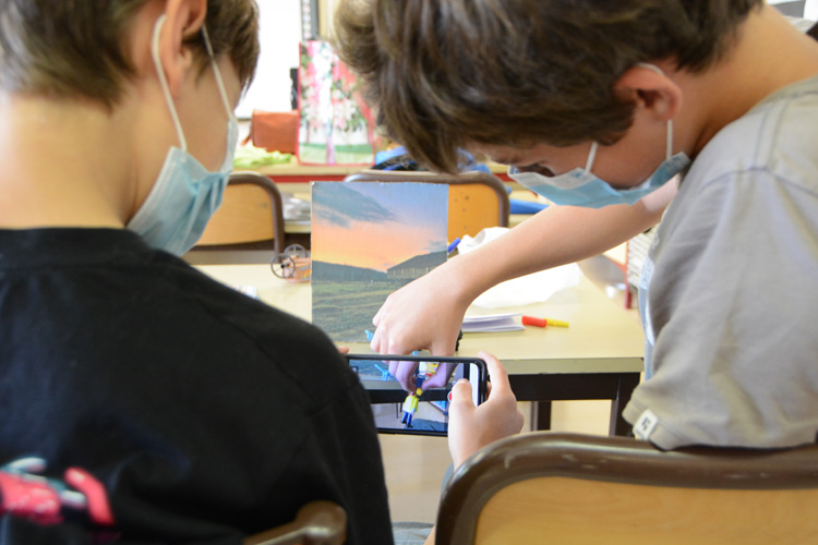 Deutsche Schule Toulouse, Jungen filmen Stop-Motion-Film
